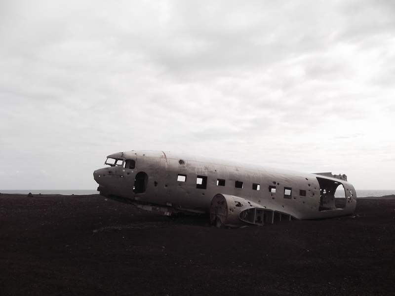 avion plage sable noir islande